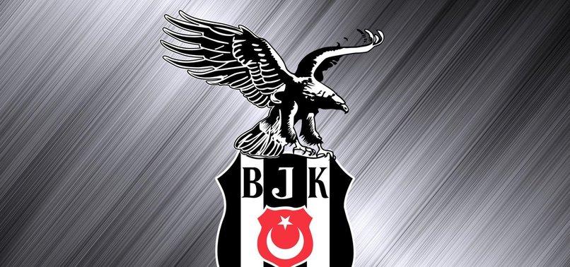 SERGEN YALÇIN BEŞİKTAŞ TARİHİNE GEÇTİSiyah-beyazlıların teknik direktörü Sergen Yalçın, Beşiktaş'ta hem futbolcu hem teknik direktör olarak şampiyon olan ilk isim olmayı başardı.Beşiktaş altyapısından yetişip şampiyonluklar yaşayan Sergen Yalçın, siyah-beyazlı formayla 1991-1992, 1994-1995 ve 2002-2003 sezonlarından sonra teknik direktör olarak da şampiyonluk yaşayarak adını bir kez daha tarihe yazdırdı.