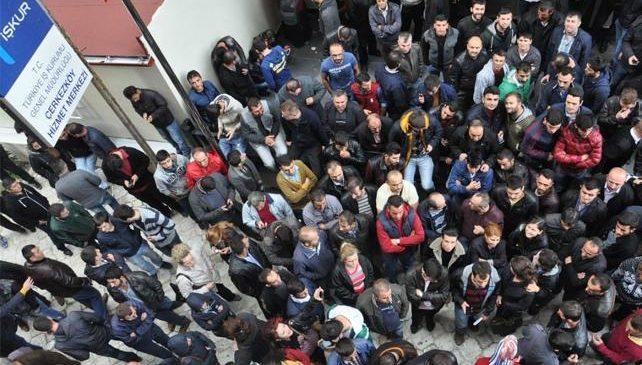 Üç ayda en az 518 bin kişi işten çıkarıldı