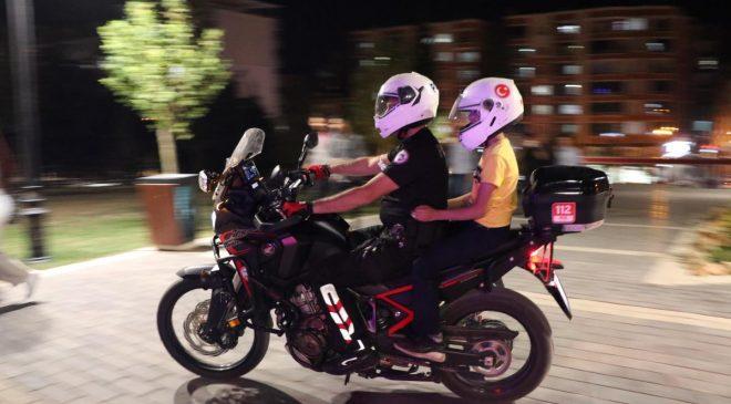 Siirt'te Polis Ekipleri Çocukları Motosikletle Gezdirdi